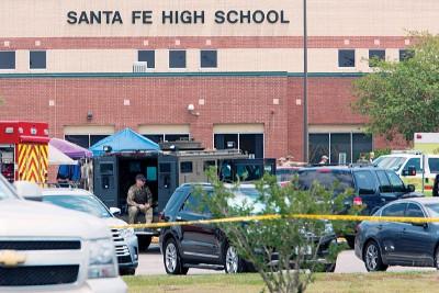 圣菲高中发生严重校园枪击案。(法新社照片)