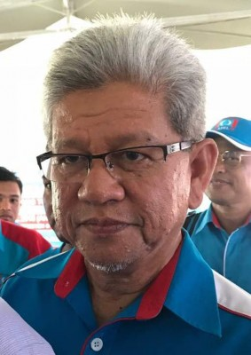 """槟榔东海候任州议员阿末扎基也不容小觑,身为工程师的他属州主席拿督曼梳人马,一直被视为竞争""""黑马""""。"""