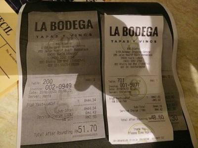 网上流传两张收据,相同的食物在相隔6天,即在消费税归零首天,价格更高。