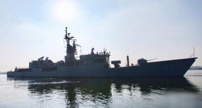 淮阳舰接获紧急出港命令后,驶出左营军港实施备战任务。