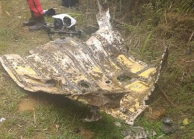 F16坠落地点是五分山一处陡坡,航拍可领略看出撞击处。