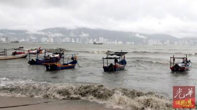 大马气象局预測马六甲海峡北部本月19日为止将会出现西南强风,该局对此发出一级警告。