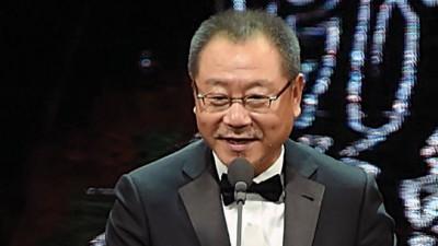 范伟以《不成问题的问题》获得第53届金马奖最佳男主角奖。