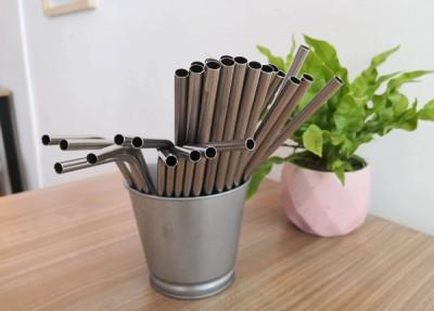 一些餐厅已经开始使用不锈钢吸管。