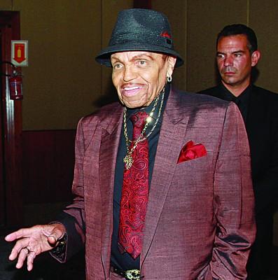 曾拉拔儿子麦可杰逊成巨星的乔杰逊以胰脏癌逝世,享寿89夏。