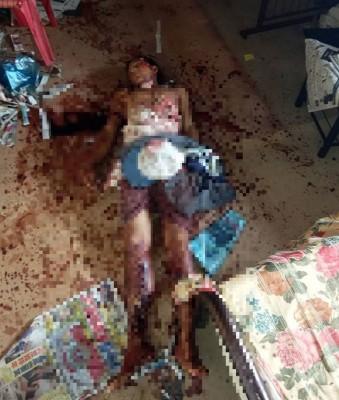 死者满身溢血倒毙在宿舍内。