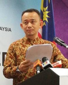 教长宣布检讨10+6华小增迁计划。