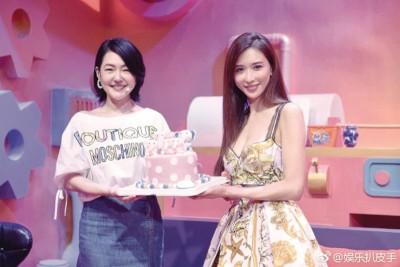 林志玲给小S(左)生日惊喜。