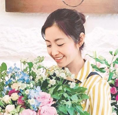 陈自瑶传婚变后不生外出见人,仅仅上载捧花照。
