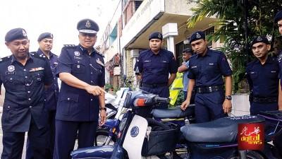 韩查指在抛儿企图逃跑案中,于获的失窃摩托车。