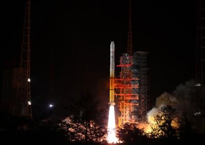 风云二号H星气象卫星成功发射升空。(新华社照片)