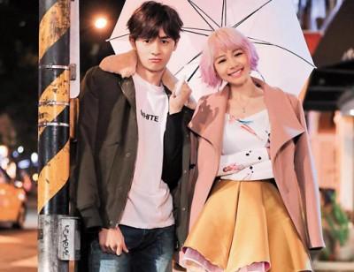 张轩睿与林明祯因合作电视剧《狼王子》而相识,之后林明祯邀请张轩睿拍《不是不爱》MV。