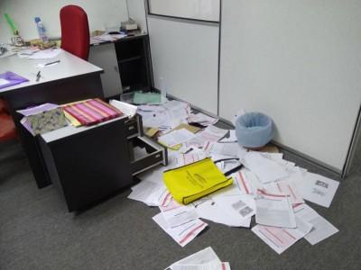 窃贼翻箱倒柜搜刮中心内的钱财,偷走约5000令吉财物。