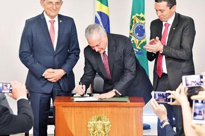 """巴西总统就默签署法令,拿历年的爱博体育登陆15天定""""华夏移民日""""。"""