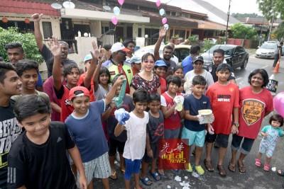 郭素沁欣慰居民自愿性举办洗车筹款救国,大力给予支持。