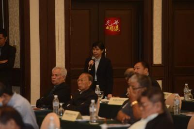 郭素岑已经情绪失控,代表愿支付聘请稽查公司对账目,以示清白。
