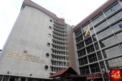 吉隆坡联邦直辖区土地与矿务局建筑物一个地下文件储藏室發生轻微爆炸事故。