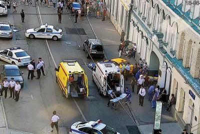 救护车和警车赶抵事发现场。