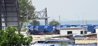 垃圾车已经准备就绪,准备载送已分类及处理的垃圾到浮罗布隆垃圾土埋场。