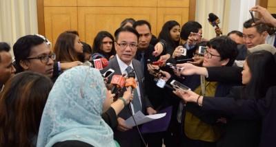 刘伟强:下周国会提呈废除消费税法令的动议。