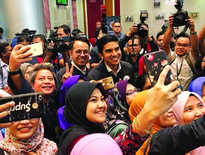 赛沙迪(左1)和沈志强领导的青体部会有什么惊人表现,大家都充满期待。