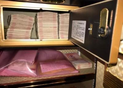 公安部搜出大量现金。