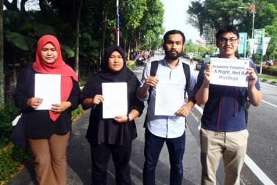 学术自由联盟也有表出现在国会大厦外进行和平集会,要求政府归还学生的学术自由。