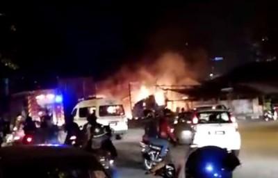 消拯员迅速在10分钟内扑灭火势。