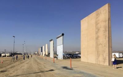 特朗普竞选政纲承诺在美墨边境建围墙,打击不法移民。