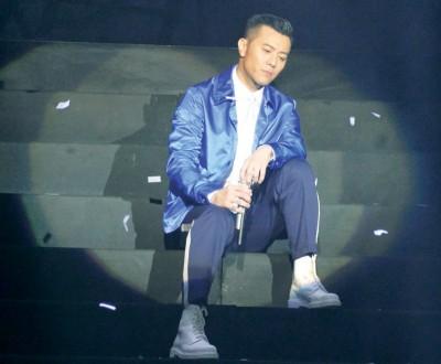 梁汉文演唱《七友》、《好朋友》顶经歌曲时,引来大全唱。