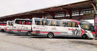 亚罗士打往本同路线已暂停,周一早受影响的巴士皆停放在米都沙合柏丹纳巴士终站。