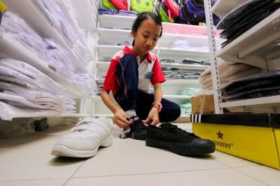 在白鞋变黑鞋政策下,一双黑色校鞋平均售价30令吉,700万名学生就有2亿1000万令吉的市场。
