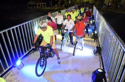 乍桥段正式仪式后,多下车爱好者这率先以脚车道。