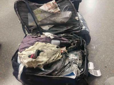 韩妹搭机行李全毁,网友惊:像是被炸过。