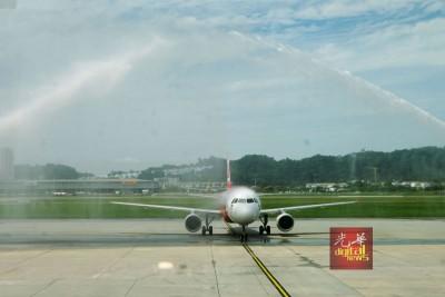 亚航在槟城国际机场增设两条国际直飞越南河内及泰国普吉岛的新航线。