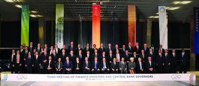 与会的各国财长及央行总裁拍摄大合照。(法新社照片)