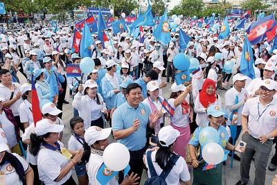 洪森阵营号称支持者达到25万人。(法新社照片)