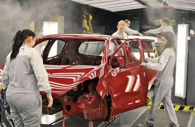 (左图)由于法国汽车在美国市场的占有比率不高,受加征关税的影响不大。(右图)格雷厄姆指美国弹药充足。