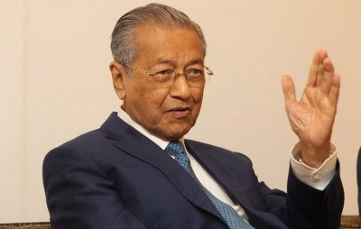 """马哈迪对此问应称:""""你去问问美国当局。"""""""