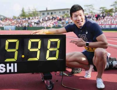 日本短跑明星桐生祥秀(左)跑出9.98秒的的个人最佳,有能力在亚运会抗衡中国飞人苏炳添。