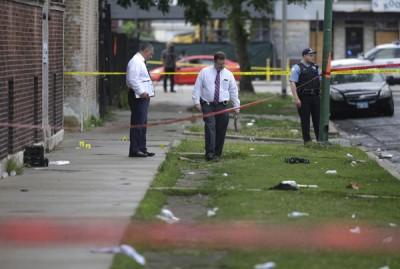 警署以同等处枪击案现场进行调查。(法新社照片)