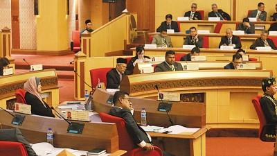 部分州议员所坐的位置出现调动。