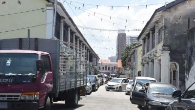 景贵街中至后段的老屋在被香港人购下后翻新,作为商业用途。