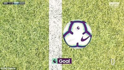 门线技术慢镜头回放,维尔通亨顶出的皮球只越过了球门线9毫米(mm)。