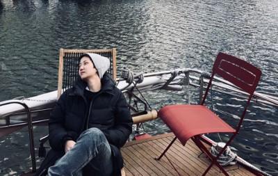 卢凯彤的遗照由余静萍挑选,是去年余静萍在巴黎为她拍摄的。