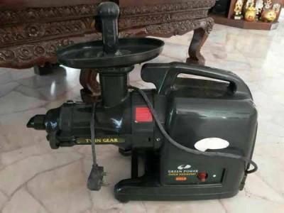 社交媒体疯传事主被偷的果汁机的照片,在购物网站查询,这款果汁机价格不菲,约3000令吉。