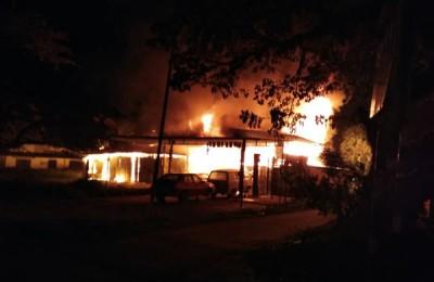 火魔叩访知甘巴都一间修车厂,损失有待估计。