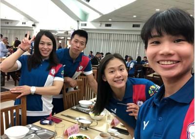 (左起)郭婞淳、李智凯和文姿云陆续站上印尼亚运会最高颁奖台,要是戴资颖(右)为十分进了羽球女单半决赛。