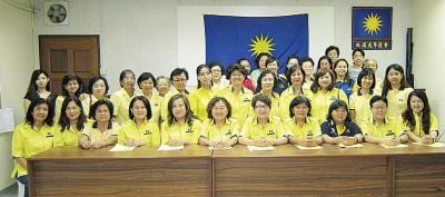 马华双溪大年区会妇女组召开年度代表大会及改选出新阵容。