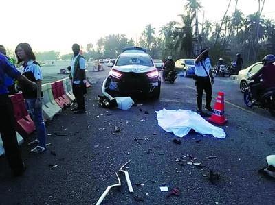 峇都加湾路周四早上发生死亡车祸,轿车与摩托车迎面相撞,骑士重伤死亡。